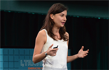 travel innovation summit compete demonstrator on stage at phocuswright